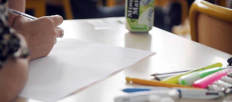 Un élève qui s'apprête à composer dans un lycée de Nancy.