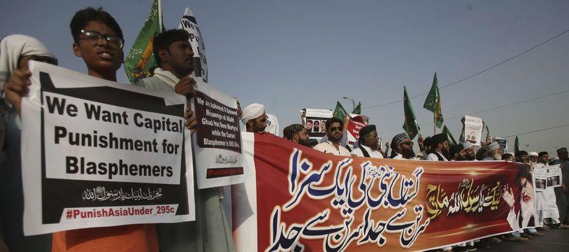 Des manifestations pour réclamer la peine de mort pour Asia Bibi, une chrétienne condamnée pour blasphème, à Karachi, au Pakistan, le 12 octobre 2018.