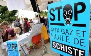 Plusieurs manifestations contre le gaz de schiste ont été organisées samedi à Paris, en Ile-de-France, dans le Gard et le Tarn-et-Garonne à l'occasion de la journée internationale contre la fracturation hydraulique, ont constaté des journalistes de l'AFP.