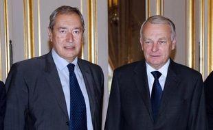 """Les dirigeants de l'Association des maires de France (AMF) ont demandé mardi à Jean-Marc Ayrault de """"changer (sa) façon de travailler"""", après l'annonce unilatérale par le gouvernement d'une deuxième baisse des dotations de l'Etat."""