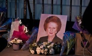L'ex-Premier ministre britannique Margaret Thatcher, qui a transfiguré mais aussi profondément divisé son pays entre 1979 et 1990, est morte lundi à 87 ans, une nouvelle qui a suscité un flot d'hommages d'inconditionnels de cette figure majeure du XXe siècle et des réactions virulentes des victimes de sa politique ultralibérale.