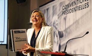 Marine Le Pen, hilare à la convention du FN sur l'éducation, jeudi 22 septembre.
