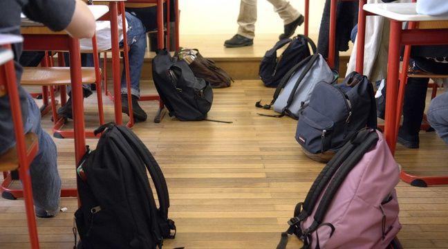 Haut-Rhin : L'émouvant départ à la retraite d'une enseignante, acclamée par plus de 750 collégiens