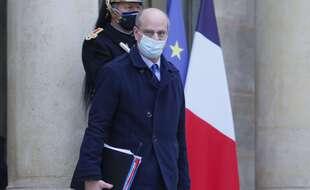 Jean-Michel Blanquer  notamment s'oppose à la fermeture des écoles