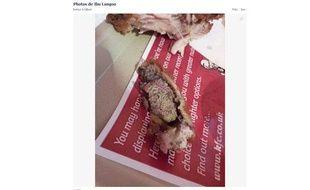 Ibrahim Langoo, un étudiant britannique de 19 ans, a publié sur sa page Facebook la photographie de l'aile de poulet achetée chez KFC où il a découvert un rein.