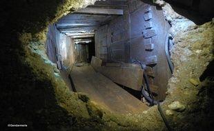 Le tunnel creusé par les voleurs qui ont réussi à pénétrer dans la salle des coffres de l'agence Crédit agricole de Bessières