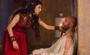 Sonita Henry et Graham Shiels dans la série «Olympus».