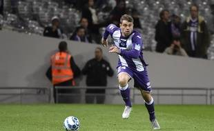 Le défenseur du TFC Pavle Ninkov lors d'un match de Coupe de la Ligue contre Auxerre, le 28 octobre 2015 au Stadium de Toulouse.