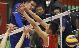 Kevin Tillie et l'équipe de France ont battu la Chine (3-1) lors de leur 1er match du TQO de volley, le 28 mai 2016 au Japon.