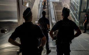 Des policiers dans le métro de Toulouse. Illustration.