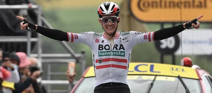 L'Autrichien Patrick Konrad célèbre sa victoire lors de la 16e étape du Tour de France, entre le Pas de la Case et Saint-Gaudens.