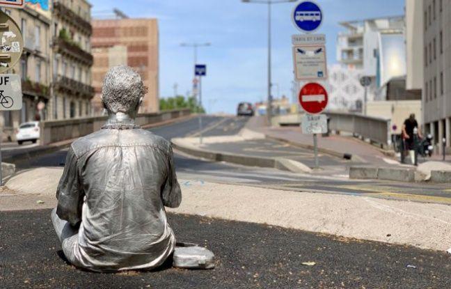 L'oeuvre avait été inaugurée le 7 juin sur la place de Strasbourg