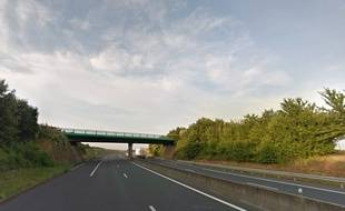 Ils sont accusés d'avoir jeté des pierres depuis des ponts au-dessus de l'A16.