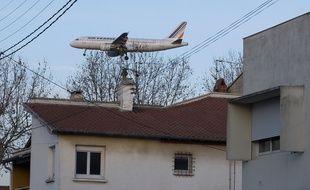 Avion en phase d'atterrissage à l'aéroport de Toulouse Blagnac.  Archives.