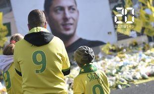 Des supporters rendent hommage au footballeur Emiliano Sala au stade La Beaujoire à Nantes, le 10 février 2019