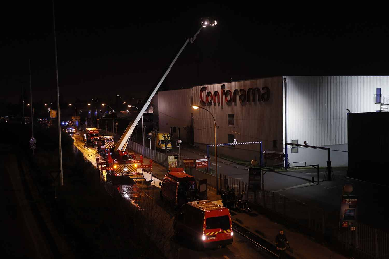 Spectaculaire incendie dans une zone industrielle — Seine-Saint-Denis