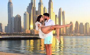 Nabilla et Thomas Vergara face au soleil couchant de Dubaï