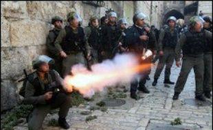 Trente-cinq personnes ont été blessées, vingt Palestiniens et 15 policiers israéliens, la plupart légèrement, selon des sources palestinienne et israélienne.