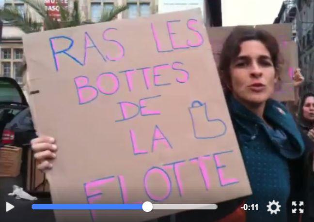 Les pancartes de certaines manifestantes.
