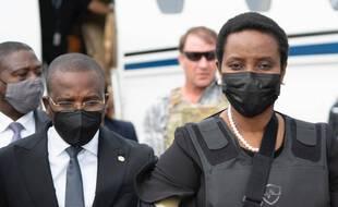 Martine Moïse, l'épouse du président haïtien assassiné, lors de son arrivée à l'aéroport de Port-au-Prince le 17 juillet 2021.