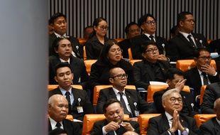 Tanwarin Sukkhapisit le 5 juin 2019 au Parlement thaïlandais (deuxième rang en partant du haut, deuxième en partant de la gauche).