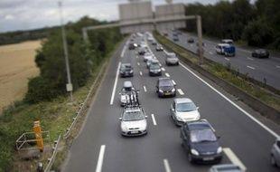 L'automobiliste arrêté dimanche après avoir roulé 115 km à contresens sur l'autouroute A 64 et percuté deux voitures de gendarmes sans faire de victime, a été condamné mardi à 2 mois de prison et à une obligation de soins en raison de troubles psychiatriques.