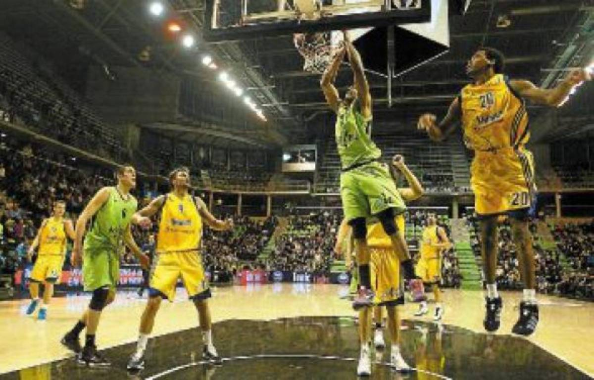 Les basketteurs de l'Asvel continueront de jouer à l'Astroballe ces prochaines années. –  C. VILLEMAIN / 20 minutes
