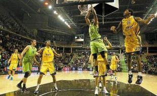 Les basketteurs de l'Asvel continueront de jouer à l'Astroballe ces prochaines années.