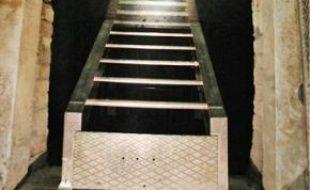 L'accès au réservoir du Palais Garnier se fait par d'étroits escaliers. Seuls s'y rendent les personnels habilités.