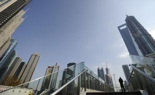 La Chine a annoncé jeudi sa deuxième baisse de taux d'intérêt en un mois pour répondre à une croissance qui ralentit, une mesure qui a surpris les analystes et leur fait craindre l'annonce d'indicateurs économiques plus mauvais que prévu la semaine prochaine.