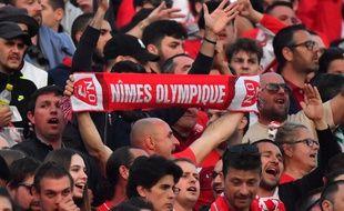 Des fans du Nîmes Olympique au stade des Costières (photo d'illustration)