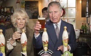 Le Prince Charles dans un pub, en janvier 2014.
