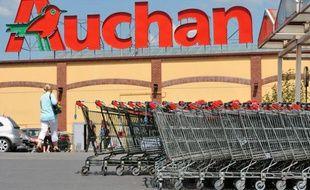Le parking de l'hypermarché Auchan d'Englos, le 27 juin 2011.