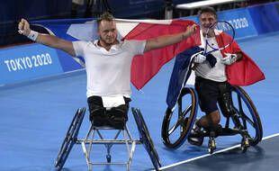 Nicolas Peifer (à gauche) et Stéphane Houdet ont conservé leur titre paralympique en tennis fauteuil, ce vendredi à Tokyo.