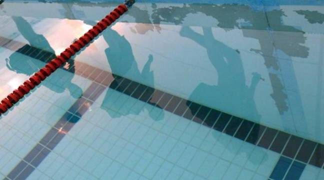 Dordogne de l 39 acide vers dans la piscine de l for Acide muriatique piscine