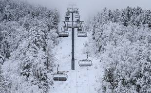 A Villard-de-Lans, vers Grenoble, les remontées mécaniques sont à l'arrêt comme dans toutes les autres stations de ski françaises.