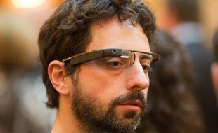 Le cofondateur de Google, Sergey Brin, portant un prototype de smart-lunettes du Project Glass, le 5 avril 2012.