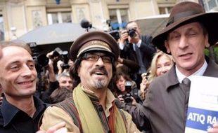 """Le prix Goncourt et le prix Renaudot ont été attribué lundi à deux auteurs d'origine étrangère, le franco-afghan Atiq Rahimi pour """"Syngué sabour"""" (P.O.L) et le Guinéen Tierno Monénembo pour """"Le roi de Kahel"""" (Seuil), ont annoncé les jurys au restaurant Drouant à Paris."""