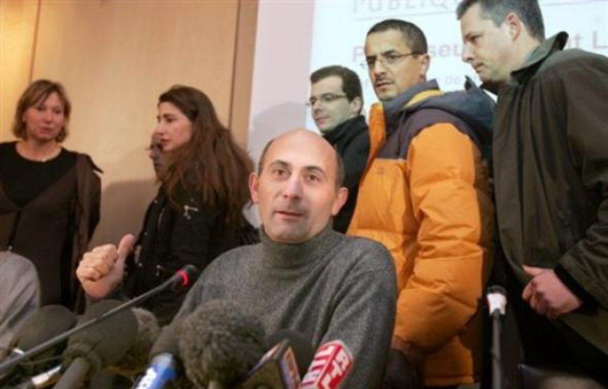 Une nouvelle greffe du visage a été réalisée par le professeur Laurent Lantieri et son équipe chez un homme de 28 ans à l?hôpital Henri Mondor de Créteil (Val-de-Marne) dans la nuit de jeudi à vendredi, selon le chirurgien. – Dominique Faget AFP/Archives