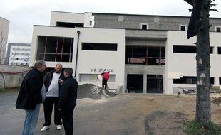 """Les mentions """"Er Maez Arabed"""" ont été inscrites sur la façade de la mosquée de Rennes."""
