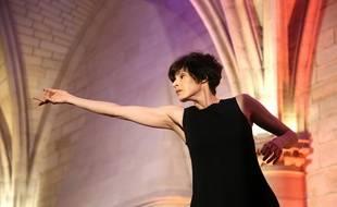 Marie-Claude Pietragalla en train de danser pour un gala en 2016.