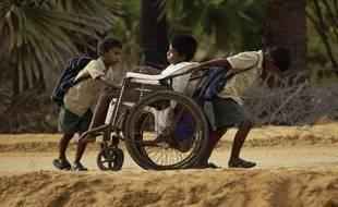 Les enfants du documentaire de Pascal Plisson Sur le chemin de l'école.