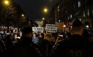 Quelques centaines de personnes ont manifesté a Paris le vendredi 28 février, à l appel d'associations féministes, pour protester contre les 12 nominations aux Cesar du film de Roman Polanski.