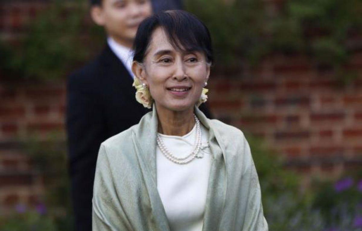 """L'opposante birmane Aung San Suu Kyi est retournée mardi, jour de son 67ème anniversaire, sur des lieux chargés de souvenirs personnels à Oxford, et a évoqué le """"sacrifice"""" qu'a représenté son engagement politique pour son mari et ses enfants. – Lefteris Pitarakis afp.com"""