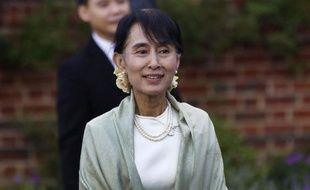 """L'opposante birmane Aung San Suu Kyi est retournée mardi, jour de son 67ème anniversaire, sur des lieux chargés de souvenirs personnels à Oxford, et a évoqué le """"sacrifice"""" qu'a représenté son engagement politique pour son mari et ses enfants."""