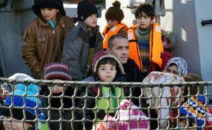 Des migrants à leur arrivée le 8 février 2016 à Lesbos