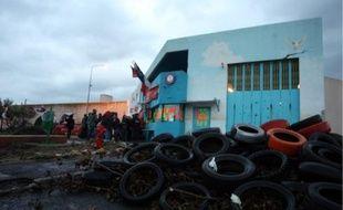 Une cinquantaine de surveillants se sont mobilisés toute la journée, malgré la pluie.