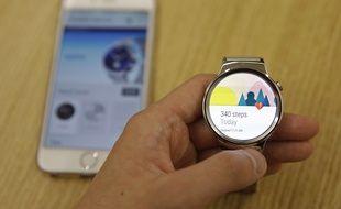 Une montre Android Wear compatible avec l'iPhone d'Apple.