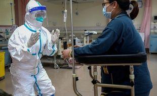 """Coronavirus: la Chine admet des """"lacunes"""" dans son système de santé."""