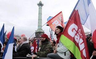 Le candidat du Front de Gauche, Jean-Luc Mélenchon, a réussi son pari dimanche en réunissant plusieurs dizaines de milliers de partisans place de la Bastille, reléguant pour une fois au second plan le combat entre les deux favoris, Nicolas Sarkozy et François Hollande.